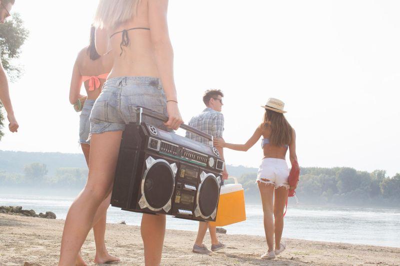 12 pesmi, ki vam bodo zaznamovale letošnje poletje