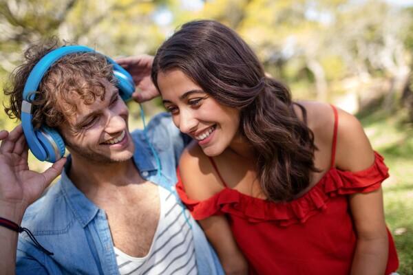 16 skrbno izbranih skladb za izboljšanje razpoloženja