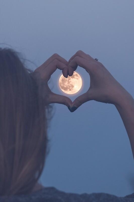 4 vprašanja, ki si jih morate postaviti v maju, ko bo polna luna v škorpijonu