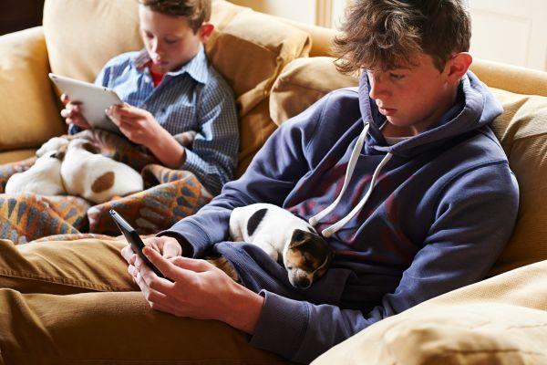 5 najpogostejših nevarnosti, ki na medmrežju prežijo na naše otroke