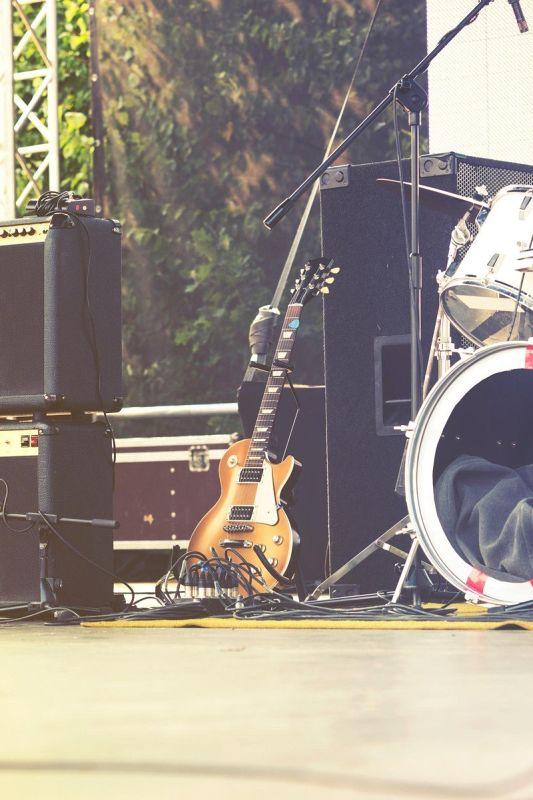 5 neprijetnih stvari, ki se dogajajo za glasbenimi odri