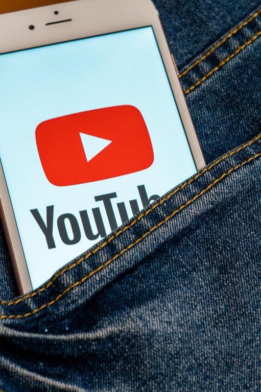 8 tako slabih glasbenih videospotov, da so (skoraj) postali kultni del YouTube zgodovine