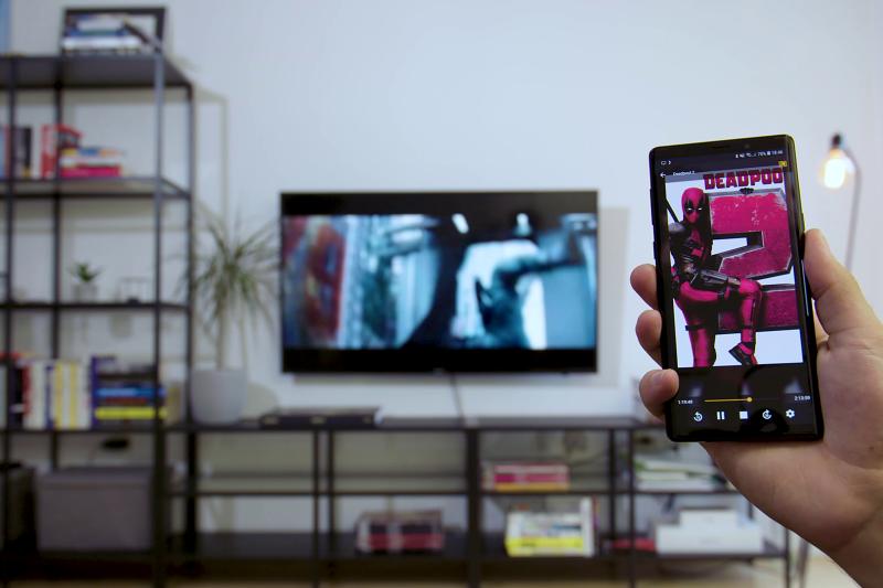 Chromecast: zakaj bi strmeli v zaslon telefona, če ga lahko enostavno povežete s televizorjem