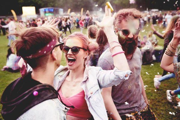 Ena lastovka še ne prinese pomladi - jo pa glasbeni festivali!