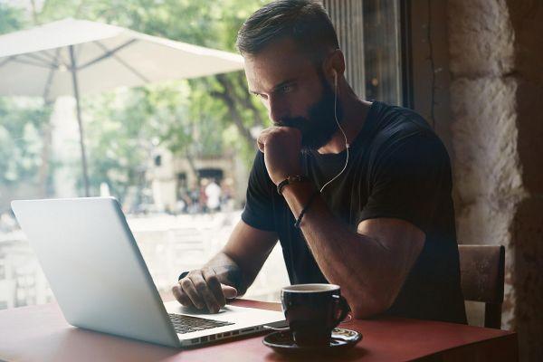 Izberite pravo glasbo za več produktivnosti in manj stresa