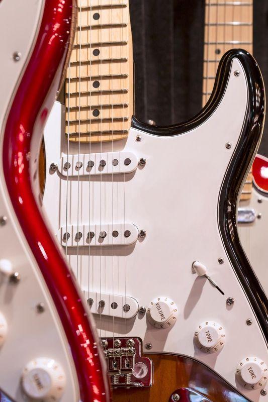 Izbrskali smo, za koliko so se prodale najdražje kitare na svetu