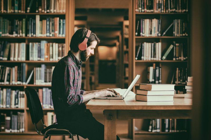 Je poslušanje glasbe ugodno za vaše študijske izzive?
