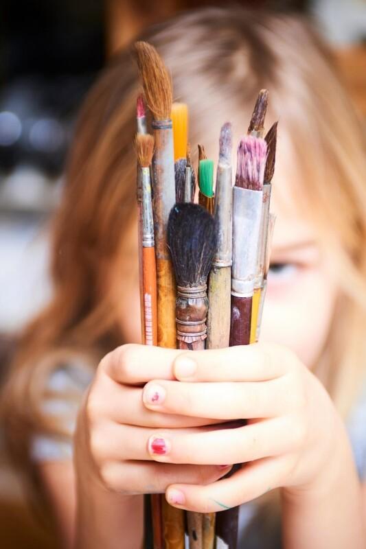 Kaj nam otroci v resnici sporočajo s svojimi risbami