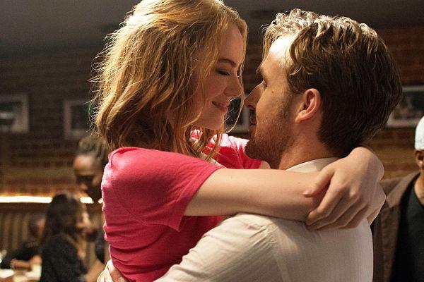 Kako bi se razvijala ljubezen v dvoje, če bi živel v romantični komediji