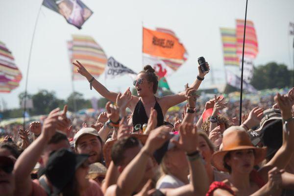 Kako glasbena industrija vpliva na okolje, v katerem živimo?