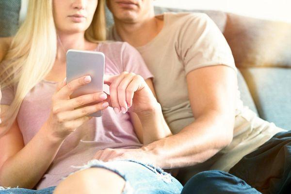 Kako nam lahko neznanci hitro zagrenijo naše spletne izkušnje
