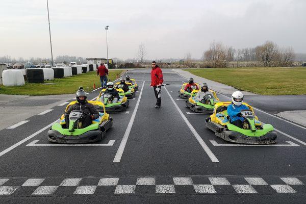 Kako so se najboljši [reys] dirkači spopadli na stezi v Racelandu