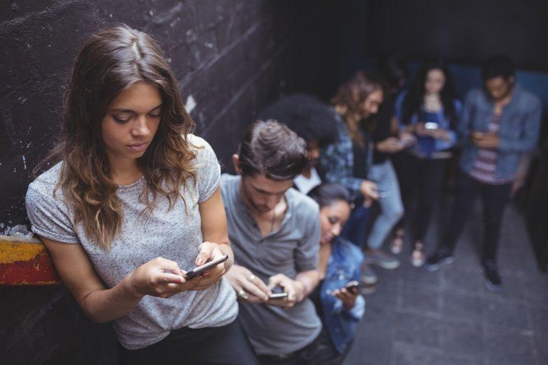 Kako so skoraj tri desetletja z nami rasla tudi SMS sporočila