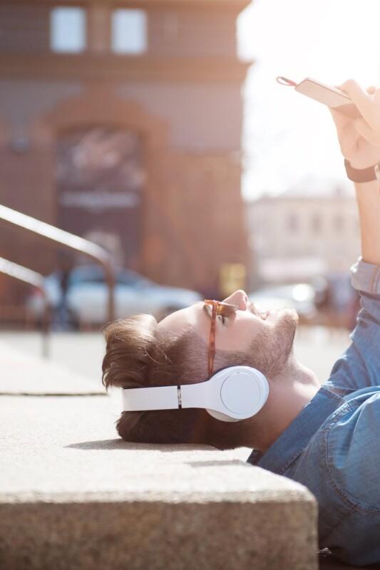 Kako z glasbo ohranjamo zdrav razum