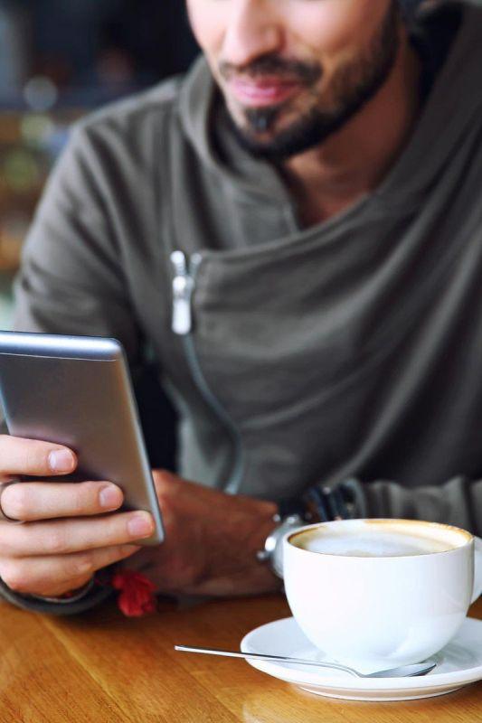 Katere spletne nevarnosti prežijo na vaš dragoceni mobilni telefon