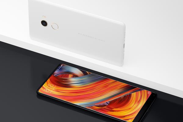 Kitajski Xiaomi navdušil s pametnim telefonom Mi MIX 2S