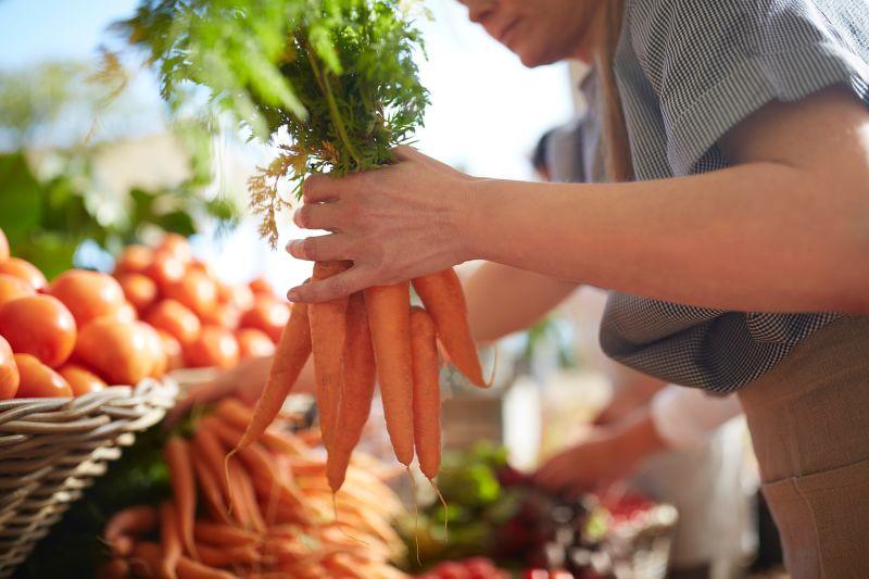 Kje pa v teh dneh vi kupujete slovensko zelenjavo, sadje, med in mleko?