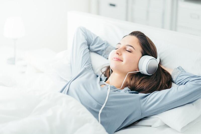 Melodije med rjuhami - je glasba dobra za vse aktivnosti v spalnici?