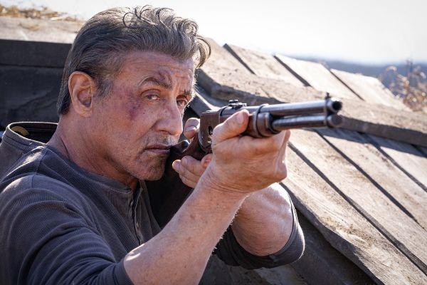 Novi Rambo se bori s krvoločnim kartelom in mnogimi očitki