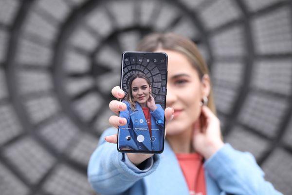 Ob novem Samsungu S20+ je težko skriti navdušenje