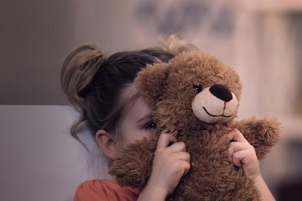 Od tujcev do teme – kateri otroški strahovi pa vas pestijo še danes?