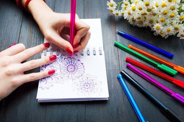 Pišete z levo roko? Čestitamo, danes je vaš dan.