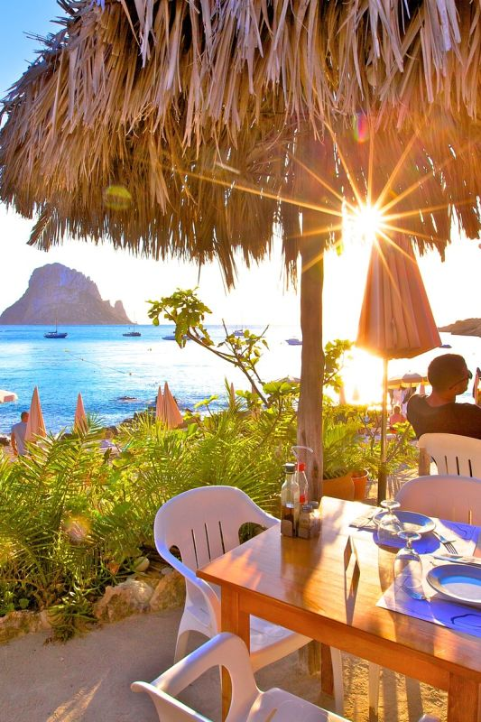 Podaljšano poletje na Ibizi, epicentru svetovne dekadence