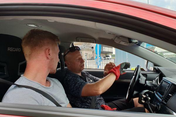 Pogovor z Domnom Stautom, ki bo zmagovalca prvenstva [reys] v Racelandu učil pravega dirkanja