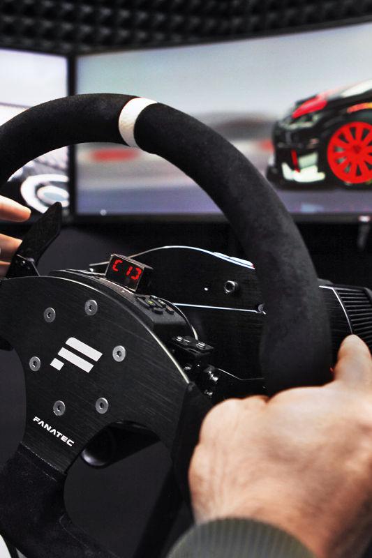 Preizkusite se v prvem digitalnem dirkaškem prvenstvu pri nas!