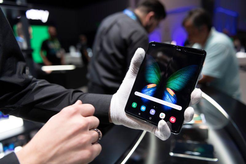 Samsung Galaxy Fold nakazuje, da je prihodnost pregibna