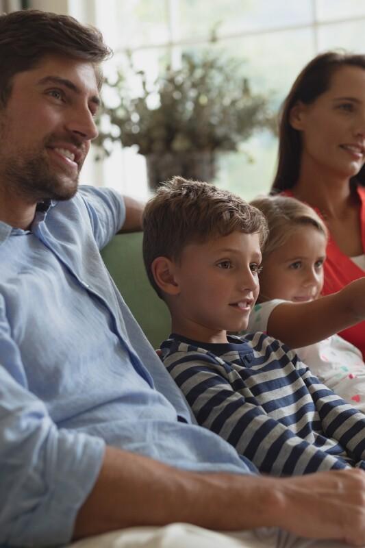 Spomnimo se, kako se je čez čas spreminjal način gledanja televizije