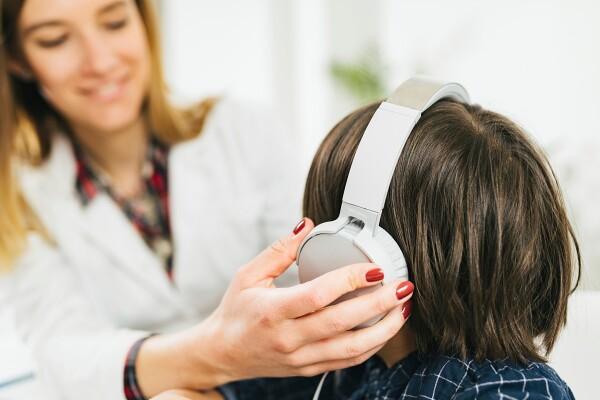 Ste vedeli, da vašemu otroku pri govornem razvoju lahko pomagajo logopedske pravljice?