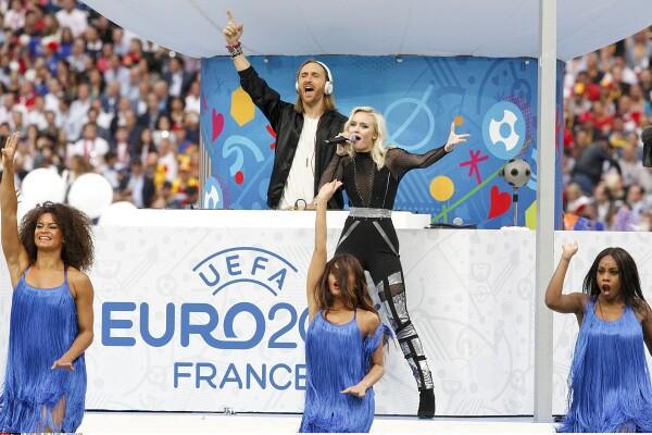 V vročici Euro 2020 poslušamo himne evropskih nogometnih prvenstev