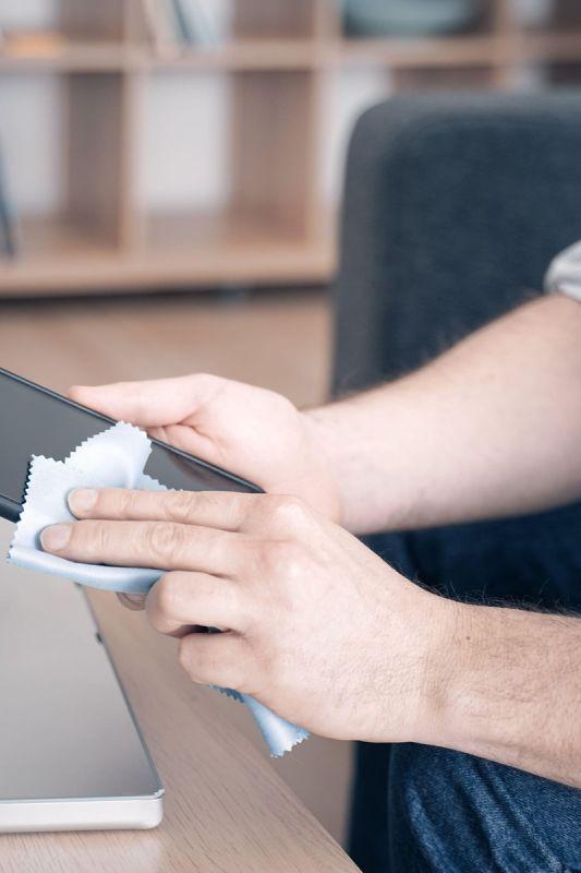 Zdaj, ko si znamo umiti roke, se naučimo razkužiti še telefon